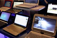 różne rodzaje przenośnych komputerów